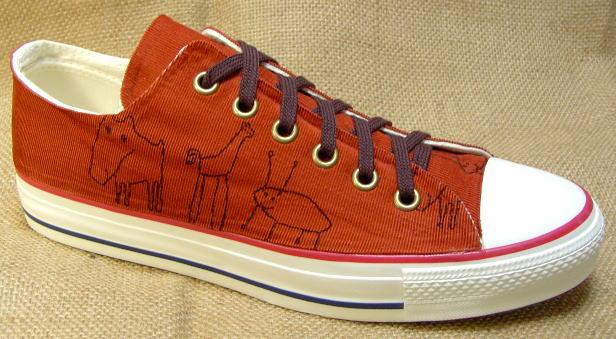 【African red clay】●プリントのデザインTシャツともよく似合うスニーカーです!