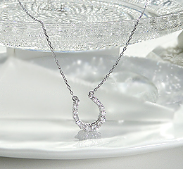 K18WG 【1.0ct】ダイヤモンド リバーシブルペンダント【馬蹄】