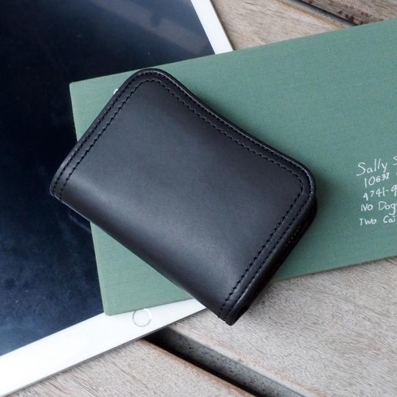 [青木鞄] クラシコ:縦型二つ折り財布[2042] 【送料無料】 la GALLERIA Classico *牛革 ヌメ革 ショートウォレット 財布 メンズ ブラック キャメル チョコ ダークグリーン ダークブルー * 【ラッキーシール対応】