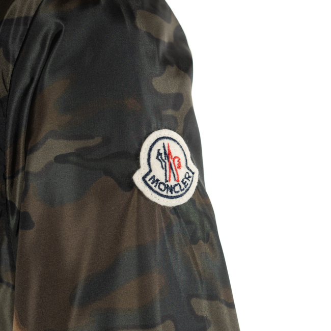 ad1a930fe Zip up parka spring and summer with NEW URVILLE IMPRIME 4117505 539BD 82F  food of Monk rail MONCLER kids men / Boys thin jacket 14A camouflage Green  ...