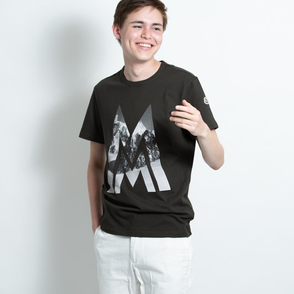 モンクレール メンズ Tシャツ MONCLER カットソー メンズ 半袖 袖ロゴ カーキ MONCLER MAGLIA T-SHIRT 8036150 8390T 828 Sサイズ【送料無料】【メンズ トップス ブランドTシャツ】