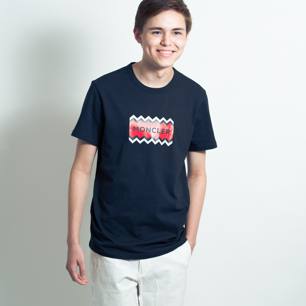 モンクレール メンズ Tシャツ MONCLER カットソー 半袖 袖ロゴ ネイビー MONCLER MAGLIA T-SHIRT 8037250 8390T 773 Sサイズ【送料無料】【メンズ トップス ブランドTシャツ】