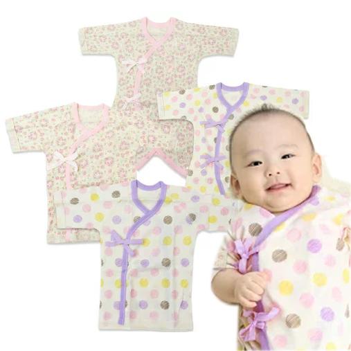 お求めやすく価格改定 特価 オーガニック素材を使用した新生児用肌着の4枚セット 小花柄とドット柄のコンビ肌着と短肌着が各2枚セット 綿100%の外縫い使用なので安心 女の子新生児肌着4枚セット