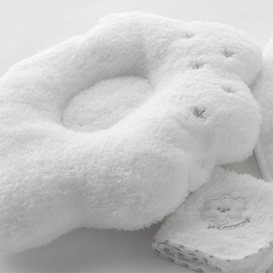 出産祝いに かわいい雲のかたちの枕 うしろにはママの腕が通しやすい様に平ゴム入りのベルト付き☆ 超人気 通常のベビー枕としてもご好評頂いております 日本製 今治 究極の肌触り 高額売筋 選べる5色 ベビーピロー Pillow HACOON 白雲授乳まくら Baby