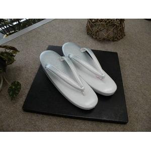 大規模セール 結婚式のおよばれなどの礼装用の草履です 草履単品 つやけし 白系 礼装用 限定特価 611 おまけ付き