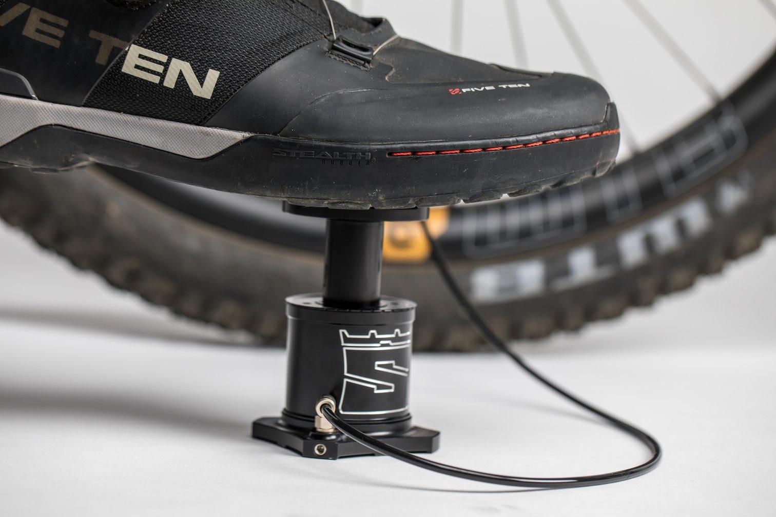 小型高性能フットポンプ STOMPUMP ストンポンプ 空気入れ 自転車