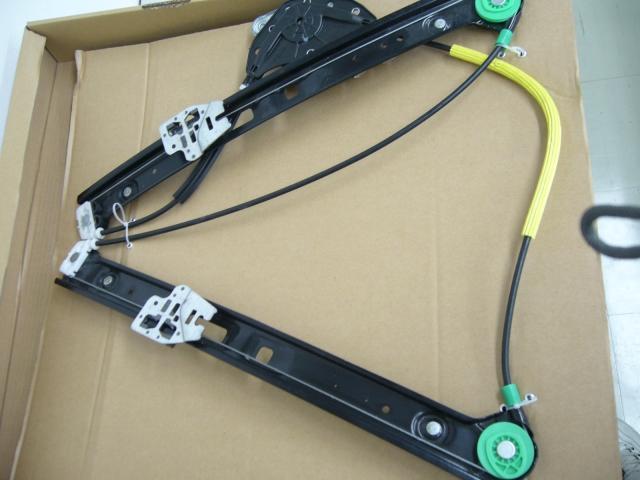 BMW 3シリーズ(E46)純正 右フロントパワーウインドレギュレーターOE番号:51337020660