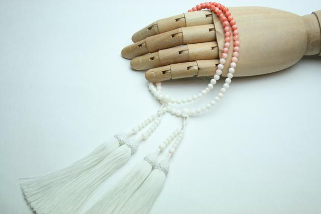 数珠 女性用 本式数珠 二連 深海珊瑚霞仕立:正絹松風頭房 桐箱入 【smtb-TK】c051