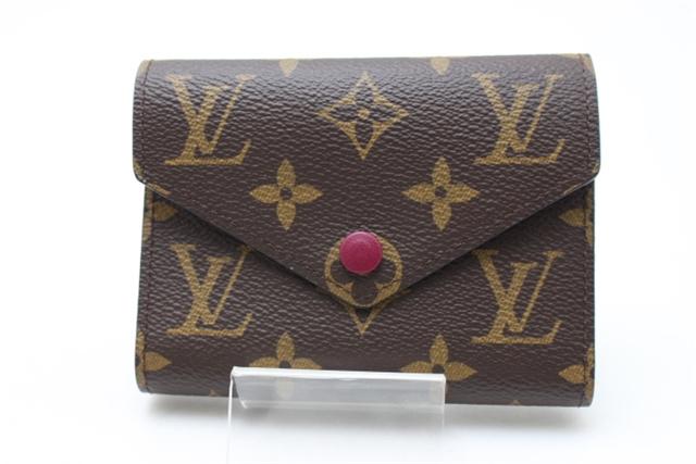 【送料別】LOUIS VUITTON 財布 三つ折財布 ポルトフォイユ・ヴィクトリーヌ モノグラム/フューシャ イニシャル入り 【472】【中古】【大黒屋】