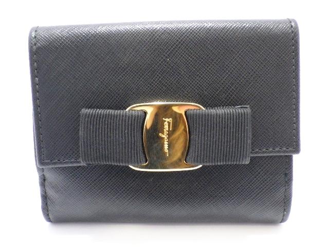 Salvatore Ferragamo フェラガモ 二つ折り財布 型押し 黒 【205】【中古】【大黒屋】