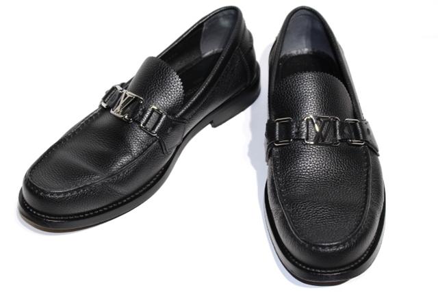 LOUIS VUITTON ルイヴィトン 革靴 ローファー メンズ5ハーフ  ブラック 黒 レザー LVロゴ シルバー金具【432】【中古】【大黒屋】
