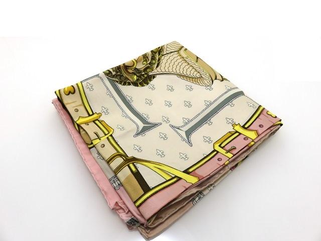 HERMES  エルメス スカーフ カバーへの腰掛け カレ90 シルク ピンク/ベージュ SELLES A HOUSSE【434】【中古】【大黒屋】