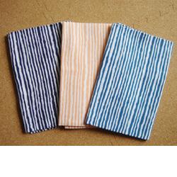 涼しげな縞々模様が印象的です 漣を連想する ショッピング 縞の手ぬぐい 3色展開 公式 古典柄 超安い メール便対応 しましま 大江戸手ぬぐい ナミナミのしましまカワイイ 注染 縞