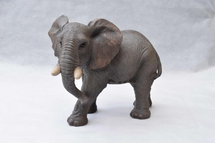 象のガーデンオーナメント    ぞう エレファント 置き物 リアル 精巧 ガーデン ガーデニング 園芸 細緻