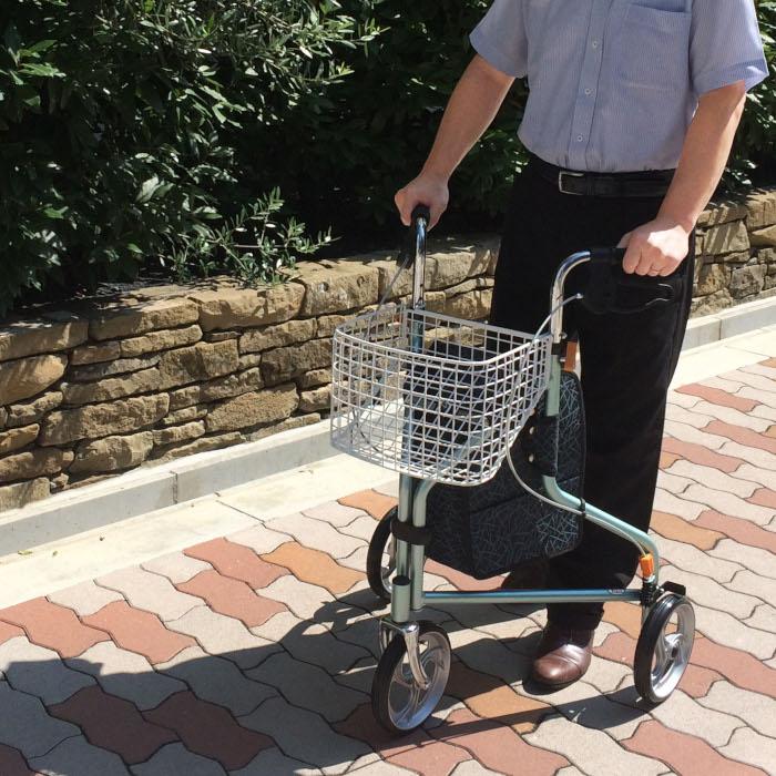 【送料無料】街乗りトライウォーカー TR-62    歩行器 歩行器具 歩行車 三輪歩行者 ブレーキ 支える つえ 折りたたみ 折り畳み カゴ付 ショッピングカート 小回り 折りたたみ 車輪 保温 保冷 ループブレーキ