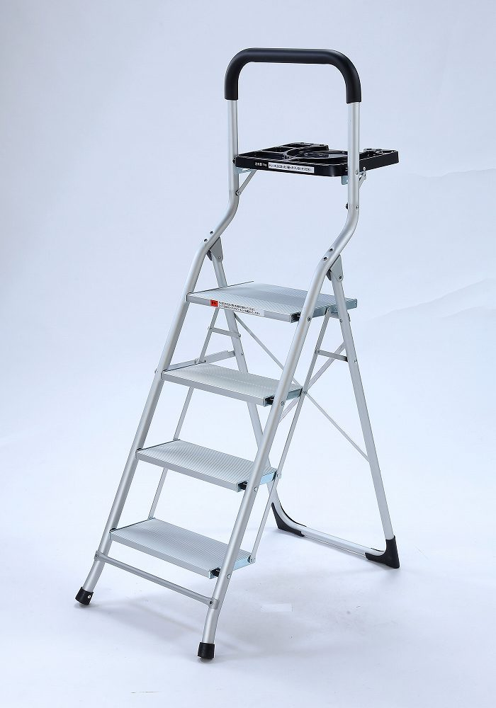 軽量!トレー付幅広アルミ脚立 4段     ステップ アルミ製 取っ手 仮置き 掃除 片付け 折りたたみ式 電球交換 エアコン掃除 はしご 作業 省スペース 踏み台 ラダー コンパクト 収納 梯子