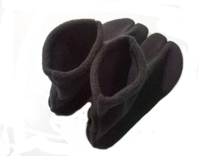 寒い季節に欠かせない暖かフリース生地のソックスタイプの足袋です。 フリース足袋 黒 こはぜなし口ゴム付きのソックスタイプです 日本製 メール便可 ws102b