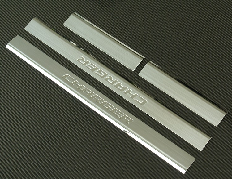 2006年~2010年 ダッジ チャージャー用 クロームドアシルカバー キッキングプレート