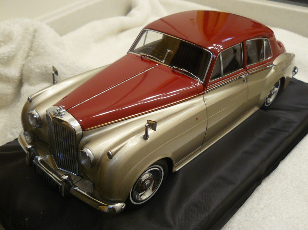 Minichamps 1960 Bentley S2 Silver with Red in 1/18 ミニチャンプスベントレー[USA直輸入][大人のミニカー][プレゼントにおすすめ][デイブレイク]