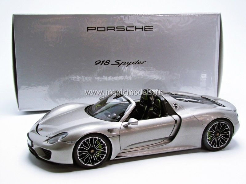 Minichamps 2013 Porsche 918 Spyder Version production Grey Dealer Ed. 1/18 ミニチャンプス ポルシェ[USA直輸入][大人のミニカー][プレゼントにおすすめ][デイブレイク]