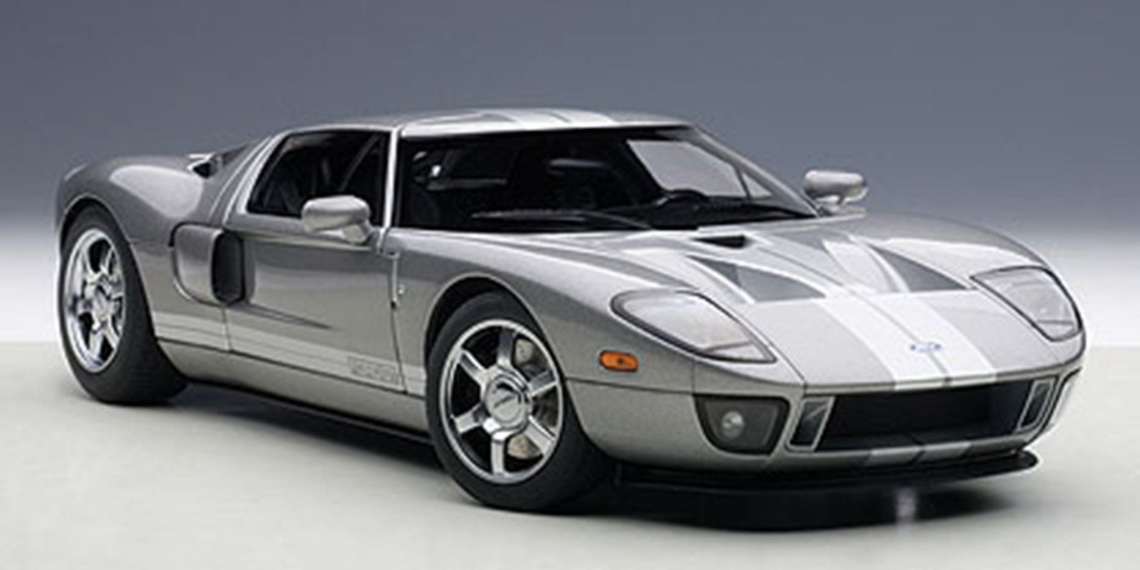 Autoart FORD GT 2004 TITANIUM GREY/SILVER STRIPES in 1/18 Scale[USA直輸入][大人のミニカー][プレゼントにおすすめ][デイブレイク]