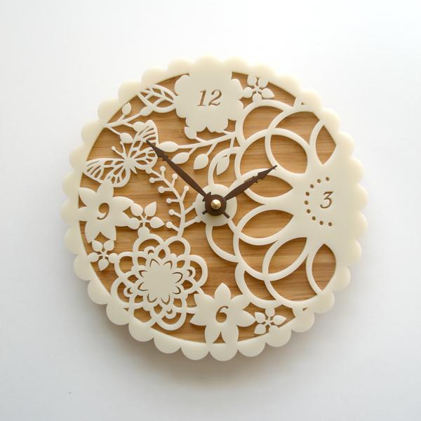 DECOYLAB デコイラボ Kirie 01 時計 壁掛け 花 おしゃれ かわいい 竹でできたナチュラルな素材で、カチカチ音がしない静音設計です。可愛らしい動物のシルエットや自然をイメージできるようなデザインです。