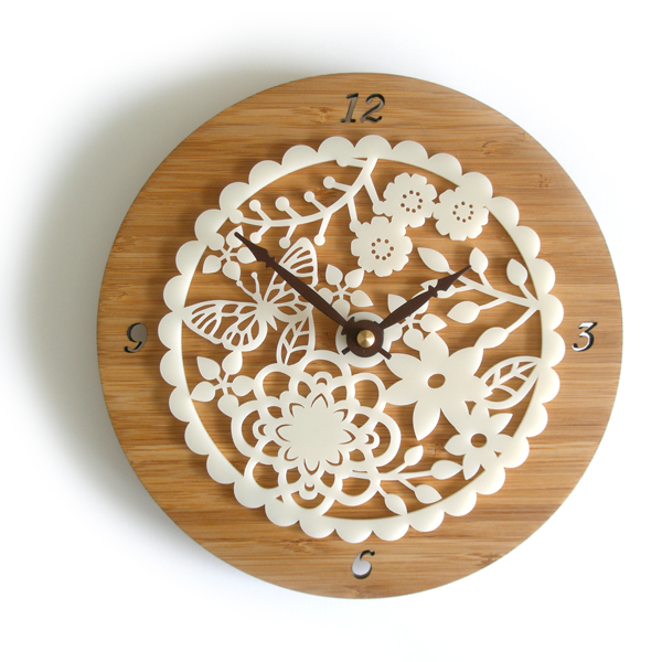 DECOYLAB デコイラボ Kirie 02 時計 壁掛け 花 おしゃれ かわいい 竹でできたナチュラルな素材で、カチカチ音がしない静音設計です。可愛らしい動物のシルエットや自然をイメージできるようなデザインです。