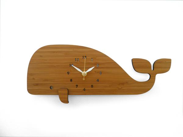 DECOYLAB デコイラボ WHALE 時計 壁掛け くじら かわいい 竹でできたナチュラルな素材で、カチカチ音がしない静音設計です。可愛らしい動物のシルエットや自然をイメージできるようなデザインです。