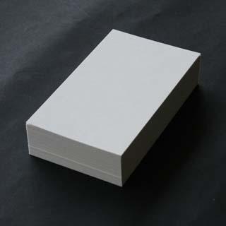 NEW ARRIVAL クリームを基調としたA4サイズのFSC森林認証紙です 名刺紙箱が同梱されています A4名刺用紙 FSC森林認証 プリンス N CoC 10面付 用紙110枚 紙だけの窓付名刺箱10個付 141197印字後 メーカー在庫限り品 0.196mm厚 名刺カッター 裁断機にて裁断加工してください 代引き不可 ※レーザープリンタ用です