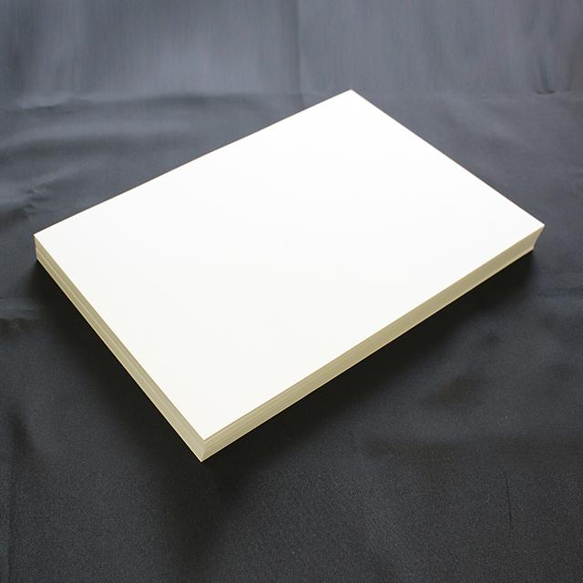 紙粉や紙むけが発生しにくい山櫻社独自開発品 春の新作 ホワイトを基調としたA4サイズの名刺用紙です 名刺紙箱が同梱されています A4名刺用紙 FSC森林認証 名刺用紙 さくら ホワイトCoC 10面付 名刺カッター 用紙110枚 印字後 143128 紙の窓付名刺箱10個付 定価 代引き不可 裁断機にて裁断加工が必要 0.23mm ※レーザープリンタ用です