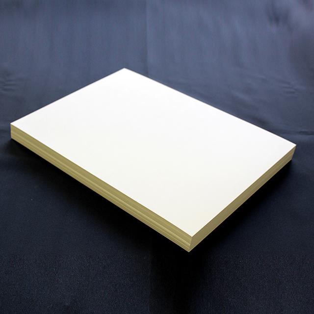 紙粉や紙むけが発生しにくい山櫻社独自開発品 クリームを基調としたA4サイズの名刺用紙です 名刺紙箱が同梱されています A4名刺用紙 FSC森林認証 名刺用紙 さくら クリームCoC 10面付 名刺カッター 送料無料カード決済可能 143131 用紙110枚 送料無料カード決済可能 紙の窓付名刺箱10個付 裁断機にて裁断加工が必要 0.23mm 印字後 代引き不可 ※レーザープリンタ用です