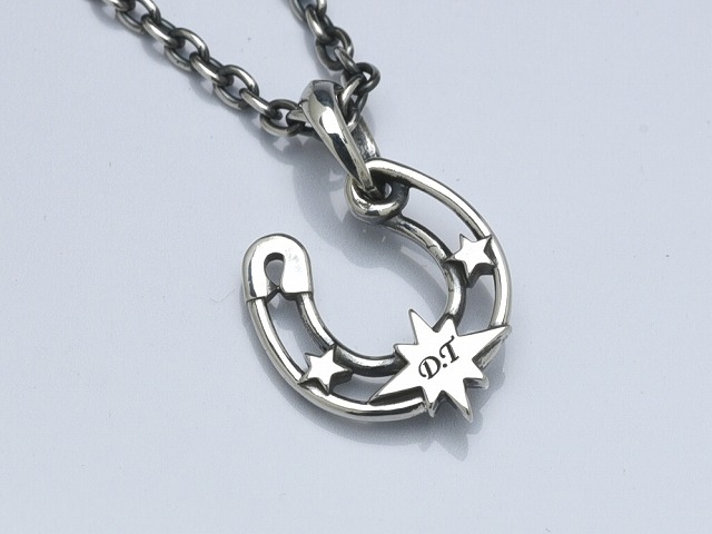 ◆A safety pin horseshoe: Star◆