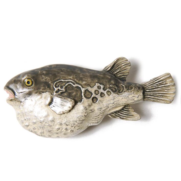 リアルで味わい深い造形の おどけたような表情がカワイイフグの帯留 Max2000円OFFクーポン配布中 『4年保証』 帯留め フグ 魚 ハンドメイド 人気海外一番 和装小物 ピューター グレー ベージュ