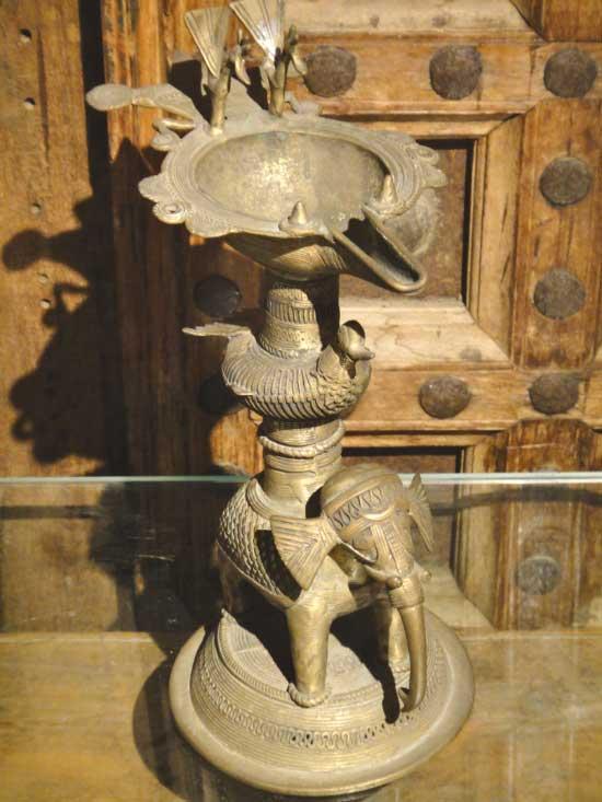 一点物 インドアンティーク 古代オイルランプ 象と鳥の置物