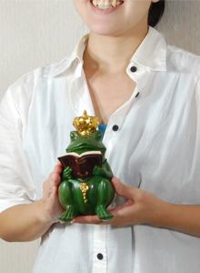 Frog Prince 독서 중인 개구리 왕자 인형 앤티크 앤티크 풍 류 귀여운 동물 개구리 동물 크라운 녹색 개구리 작은 조상 장난감