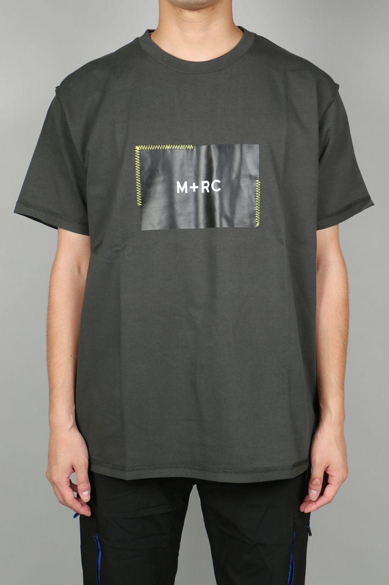 M+RC NOIR BOX LOGO STITCHED BOX LOGO DARK GREY TEE M+RC Noir(マルシェ・ノア)