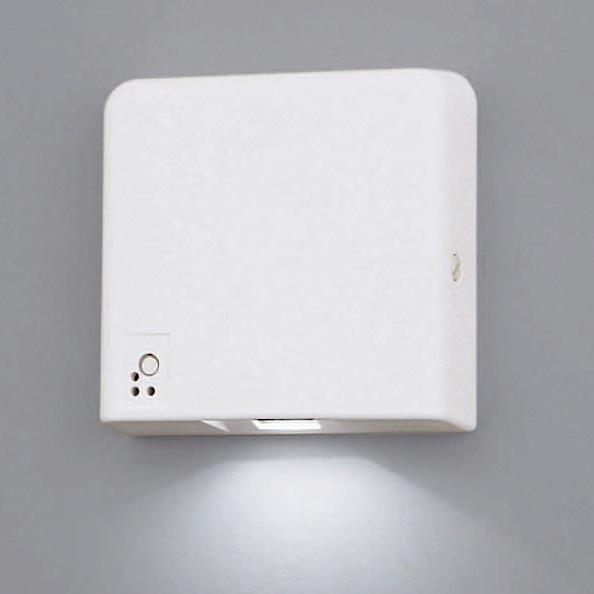 【エントリーでポイント5倍!】【S】FA01520 LE1 パナソニック 従来蛍光灯と比べ約57%節電!自己点検機能付 壁直付型 客席誘導灯