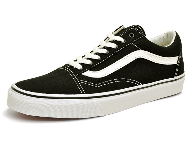 76aa39ad99f Vans old skool (canvas) black   true white VANS OLD SKOOL (CANVAS) BLACK TRUE  WHITE vans old school classic classic popular black and white low-cut  sneakers ...