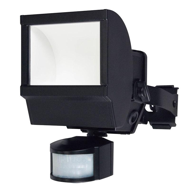 ワイド発光面と高輝度LEDの大光量で広域照射する人感LEDセンサーライト 屋外用防雨型 防犯のため玄関 駐車場 門 外壁等に設置がおすすめ 往復送料無料 並行輸入品 発光モード変更 常時点灯機能搭載 エルパ LEDセンサーライト 朝日電器 ESL-W1201AC 防沫 500ルーメン アウトレット 屋外用 コンセント式 防犯ライト ELPA