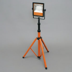 アイリスオーヤマ LEDスタンドライト 投光器 1灯タイプ 防雨型 ハロゲンランプ300形相当 昼光色 コード長約5m 《PROLEDS》 LWT-5000ST