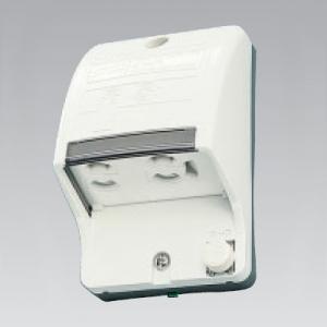 東芝 アース付・アースターミナル付防水コンセント 2コ用 ホワイト DC1092N(W)