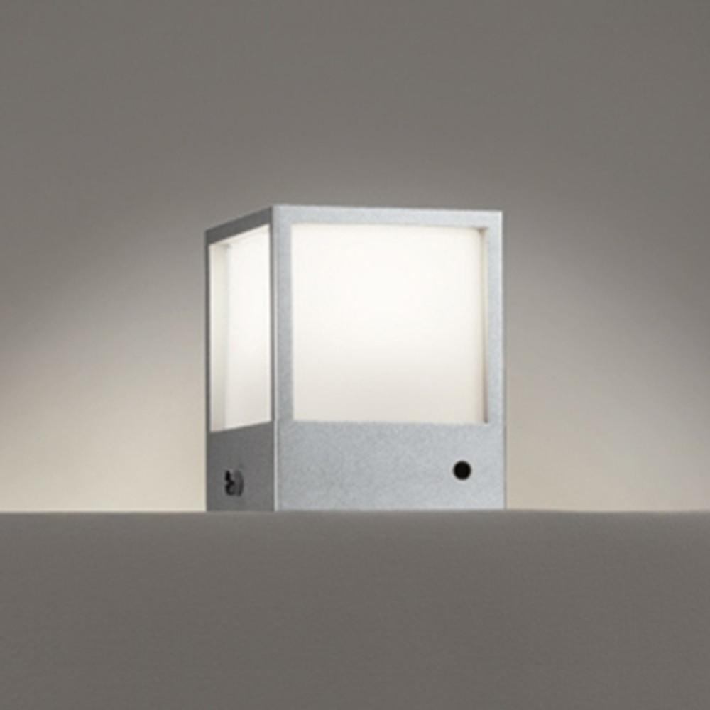 オーデリック LED門柱灯 防雨型 白熱灯60W相当 電球色 明暗センサー付 マットシルバー OG254621
