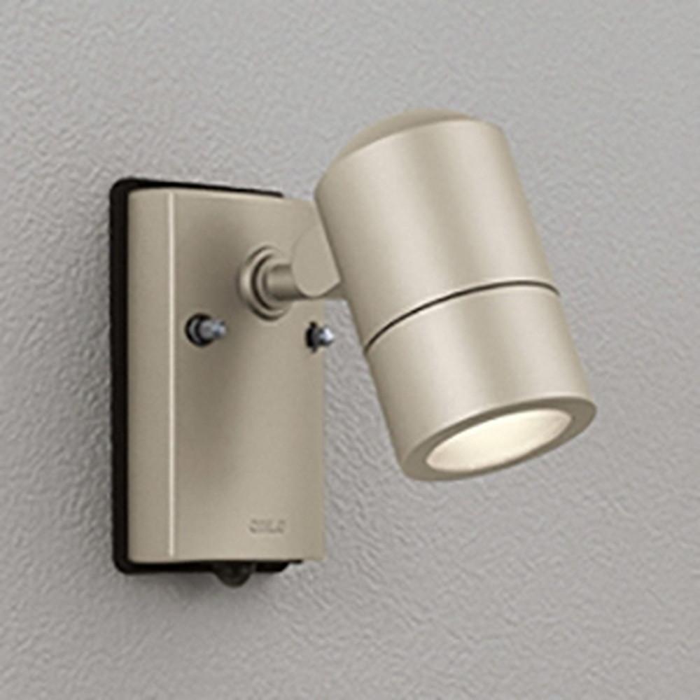 オーデリック LEDスポットライト 防雨型 白熱灯50W相当 電球色 人感センサ付 マットウォームシルバー OG254483LD