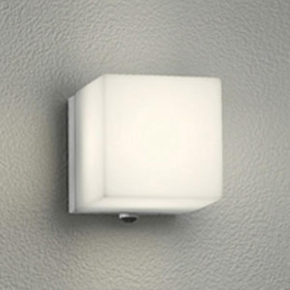 オーデリック LED一体型ポーチライト 防雨型 白熱灯60W相当 電球色 人感センサ付 マットシルバー OG254290P1