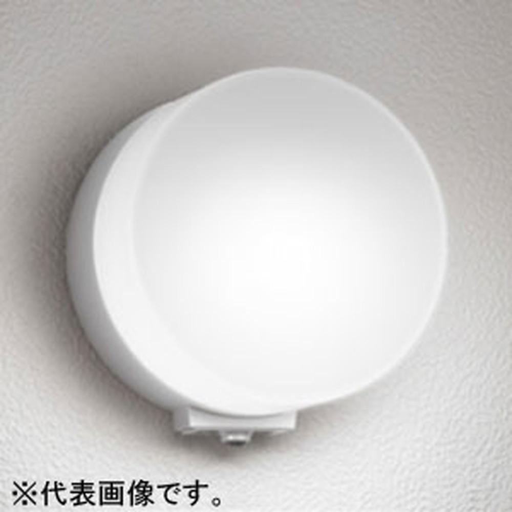 オーデリック LEDポーチライト 防雨型 壁面取付専用 白熱灯60W相当 電球色 人感センサ付 マットシルバー OG254400LC