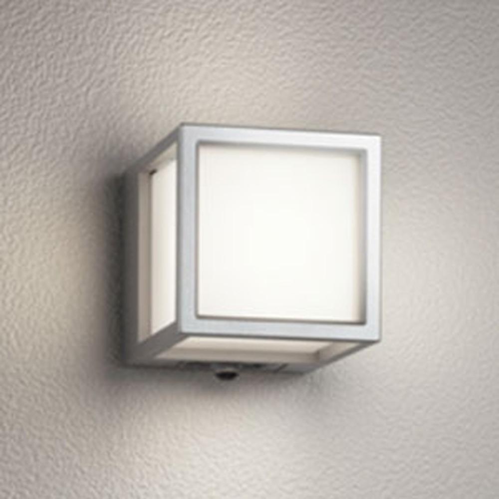 オーデリック LED一体型ポーチライト 防雨型 白熱灯60W相当 電球色 人感センサ付 マットシルバー OG254613