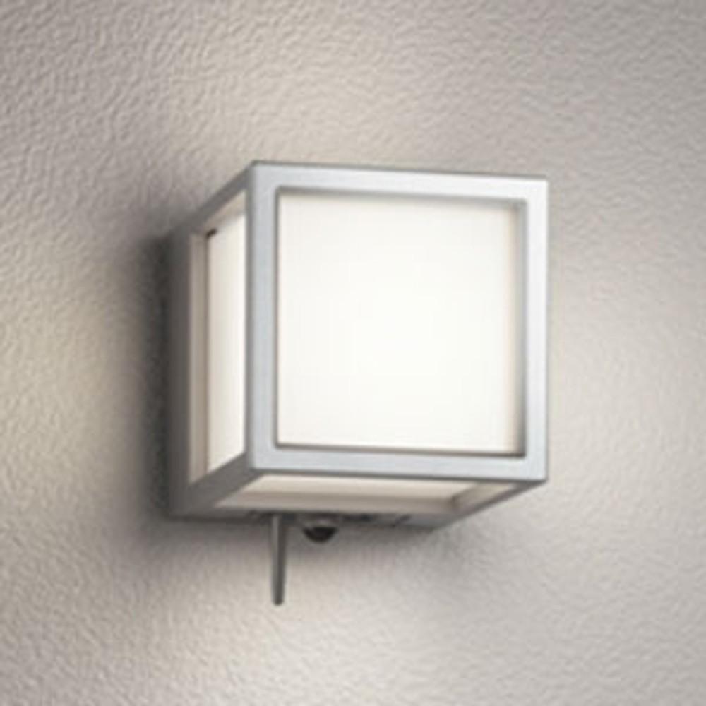 オーデリック LED一体型ポーチライト 防雨型 白熱灯60W相当 電球色 人感センサー・Bluetooth®通信アンテナ付 マットシルバー OG254831BC