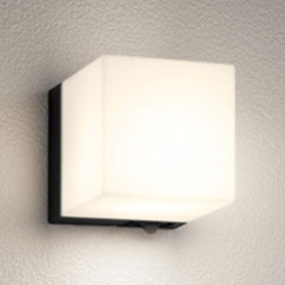 オーデリック LEDポーチライト 防雨型 防水パッキンレスタイプ 白熱灯60W相当 電球色 人感センサ付 黒 OG254799LC