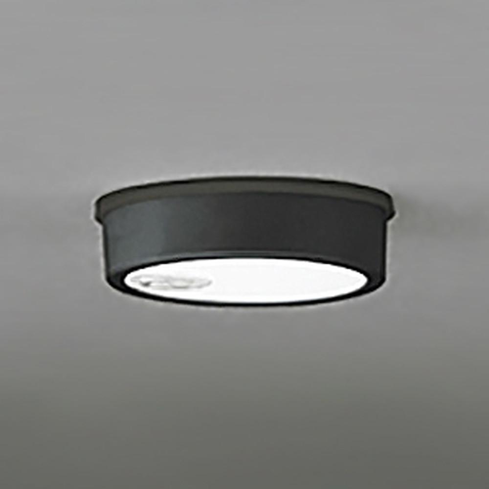 オーデリック LEDシーリングダウンライト 《FLATPLATE》 防雨型 軒下取付専用 白熱灯60W相当 電球色 人感センサ付 ブラック OG254536