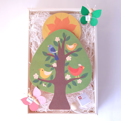 【出産祝い】<キーナ社陽の上オルゴール(スイス) ちょうちょモビールセット>【送料無料】